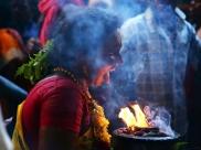 குலசை தசரா திருவிழா - மகிஷாசூரனை வதம் செய்யும் முத்தாரம்மன்