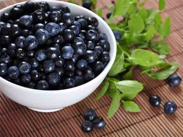 அழகாகத் திகழ்வதற்கான சில எளிய அழகுக் குறிப்புகள்!!! 27-1372303256-6-blueberry