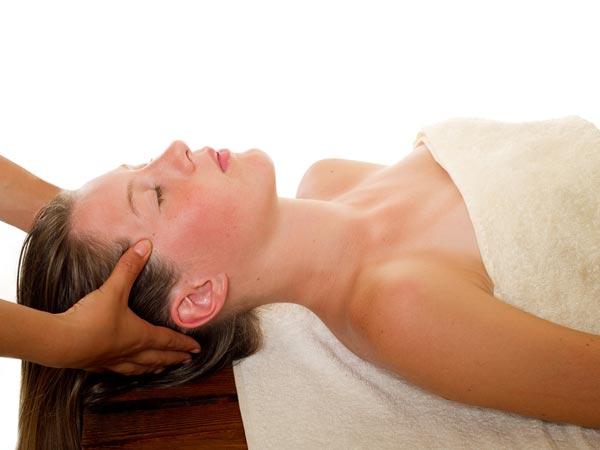 நல்லெண்ணெயை கூந்தலுக்கு பயன்படுத்துவதால் கிடைக்கும் நன்மைகள்!!!   23-1403505084-2-hair-massage
