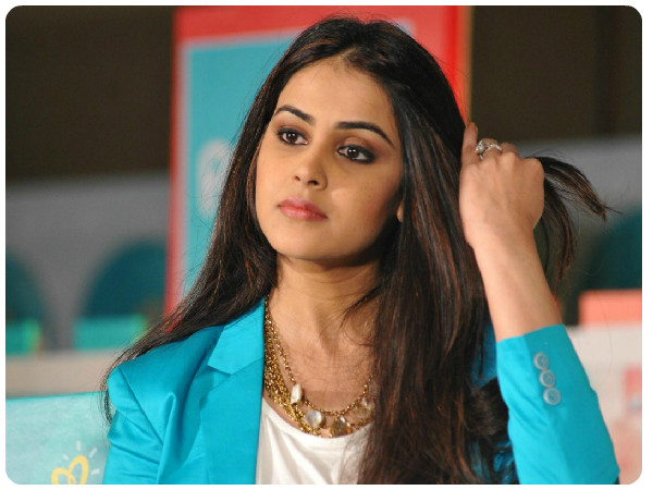 குழந்தை பிறந்த பிறகும் 'கும்'முன்னு இருக்கும் நடிகை ஜெனிலியா! | Genelia  Dsouza Glows In A Bright Attire - Tamil BoldSky