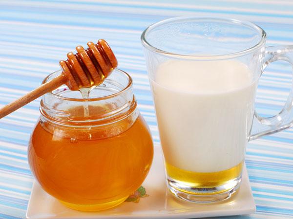பாலில் தேன் கலந்து குடிப்பதால் கிடைக்கும் நன்மைகள்!!!   Health Benefits Of  Honey & Milk - Tamil BoldSky