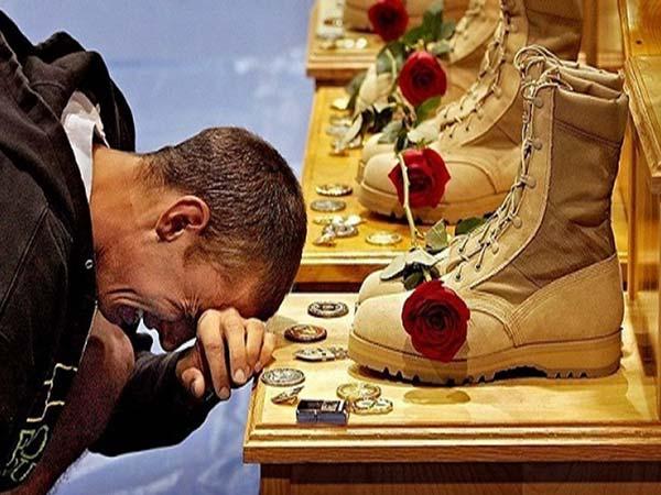 மனதை நெகிழ வைக்கும் அற்புத தருணங்களை க்ளிக்கிய புகைப்படங்கள்!!
