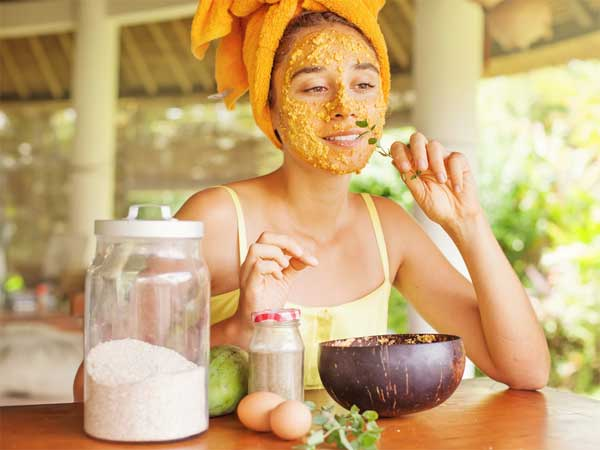 Beauty benefits of turmeric powder to improve your fairness and skin tone