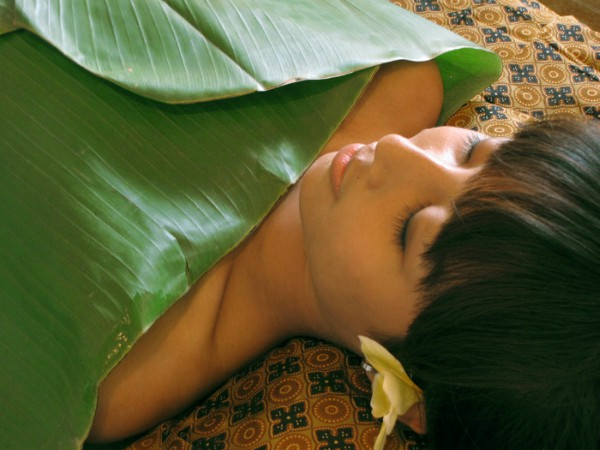 Banana leaf bath helps to rejuvenate your body