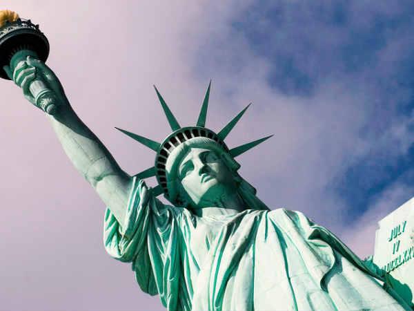 அமெரிக்காவின் சுதந்திர தேவி சிலை ஏன் பச்சை நிறத்தில் இருக்கிறது தெரியுமா?