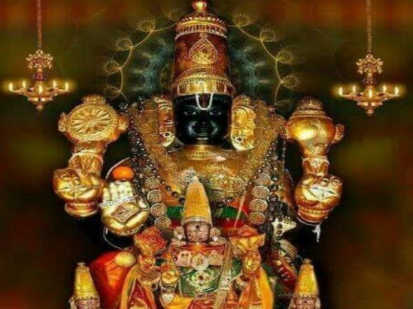 கண்மூடி கண் திறந்து பக்தர்களை பார்க்கும் கரி வரதராஜ பெருமாள்...