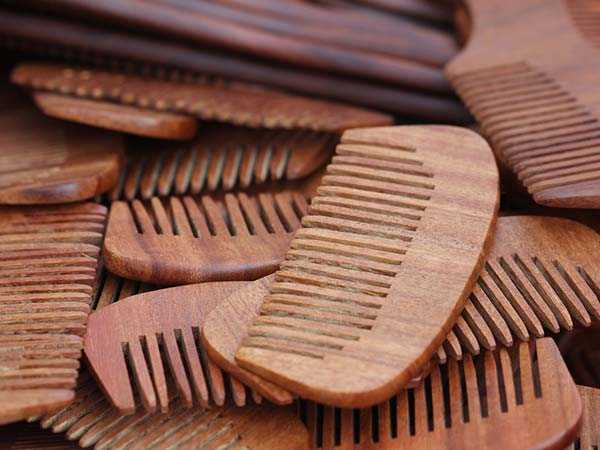 Why Use A Wide Toothed Comb For Your Hair