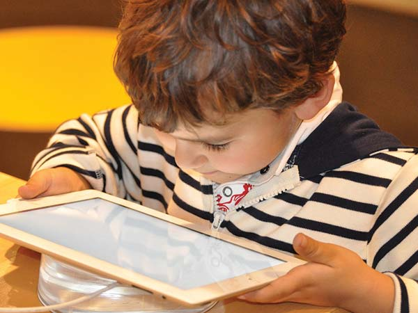 5 Ways Technology Affects The Upbringing Of Children
