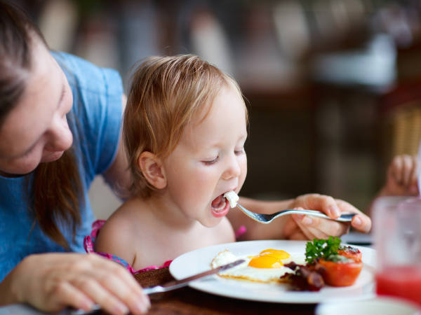 When is it safe to feed eggs to toddlers?