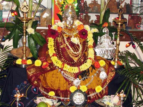 வரலட்சுமி விரதம் 2020: பூஜை நேரம், பிரசாதம் மற்றும் விரத முறைகள்!