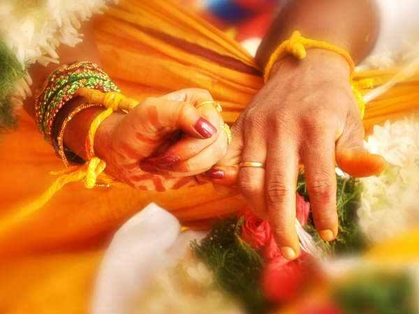 தலைசுற்ற வைக்கும் இந்தியாவில் இன்றும் பின்பற்றப்படும் மோசமான திருமண மரபுகள்... இப்டிலாமா பண்ணுவாங்க!