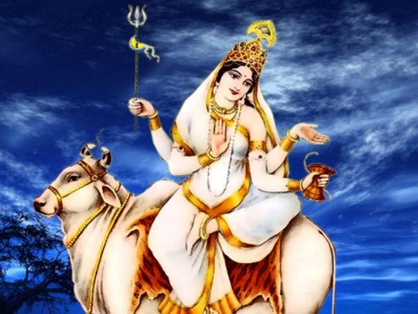 நவராத்திரியின் முதல் நாள் வழிபாட்டு முறைகளும், மந்திரங்களும்…