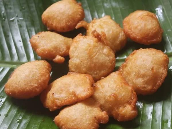 மைதா போண்டா