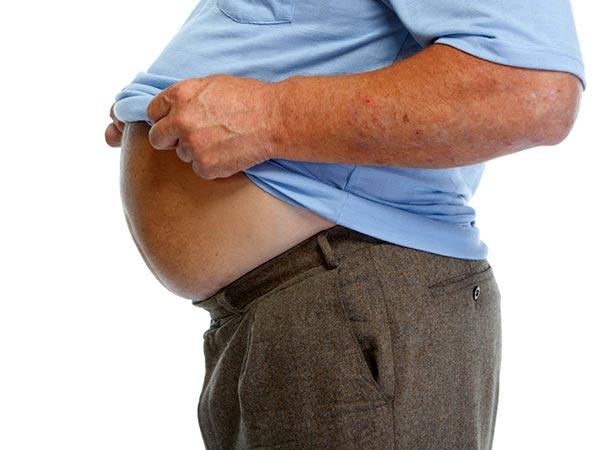 உங்களுக்கு வயதாகும்போது உங்க வயிறு பானை மாதிரி வீங்கி இருக்குறதுக்கு இதுதான் காரணமாம்…! | Reasons why people bloat more as they age
