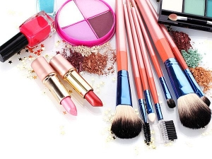 Top 10 Harmful Side Effects Using Cosmetics