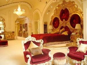 Mannat Shahrukh Khans Palace Like Bungalow