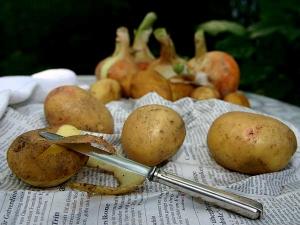 Reasons To Eat Potato Aloo Skin