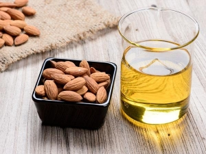How Remove Make Up Using Almond Oil
