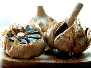 Surprising Reasons You Should Eat Aged Garlic Extract Everyd