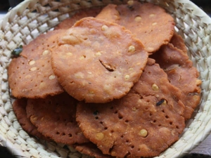 Spicy And Crispy Kara Thattai Recipe