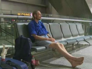 Man Waits 10 Days Airport Online Girlfriend Who Stood Him Up