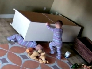 Two Years Old Kid Saved His Twin Brother Single Hand Video