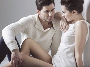 What Men Are Thinking When They Put Their Hand On Woman S Knee