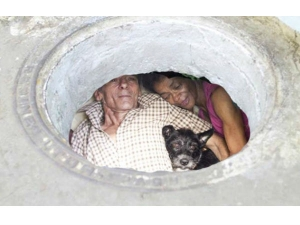 From Last 22 Years This Couple Lives A Sewer