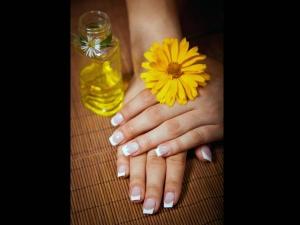 How Treat Yellow Nails Naturally