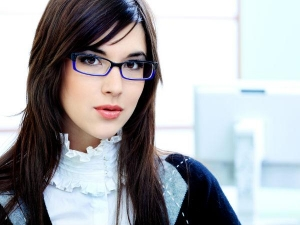 Eye Makeup Tips For Girls With Glasses
