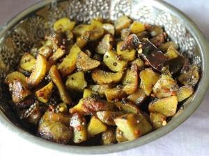 Siru Kizhangu Pepper Fry Recipe