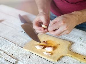 Kitchen Tips Peel Garlic 10 Seconds
