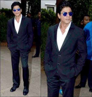 Spotted Shah Rukh Khan S Handsome Tuxedo Look At Mehboob Studio
