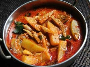 Chettinad Nethili Karuvadu Kuzhambu Recipe