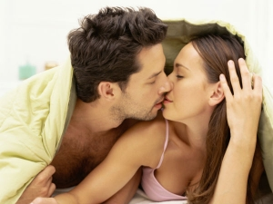 Seven Signs That Your Man Is Still Extremely Attracted You