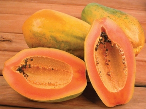People Suffering From These Health Problems Should Avoid Eating Papaya