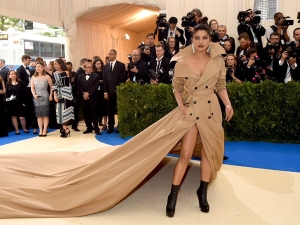 Priyanka Walks The Red Carpet At Met Gala Awards