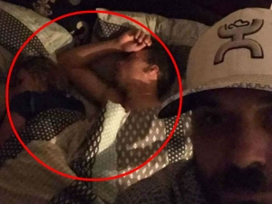 Man Catches Girlfriend Cheating Bed With Another Man So He Took Selfies With Them