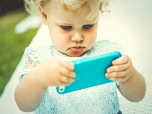 Smartphone Addiction Can Lead Neck Back Problems Kids
