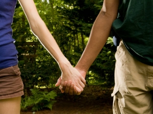 Holding Hands With Your Partner Can Help Get Rid Your Headache