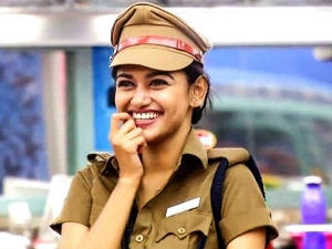 Bigg Boss Oviya Reveals Some Love Tips Us