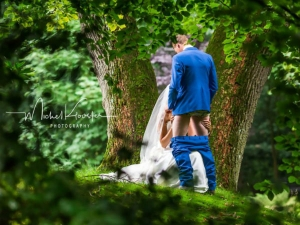 Newly Married Couple S Wedding Photo Goes Internet Viral