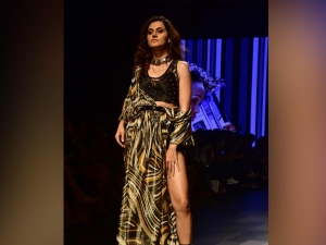 Taapsee Pannu Turns Showstopper Ritu Kumar At Lakme Fashion Week 2018