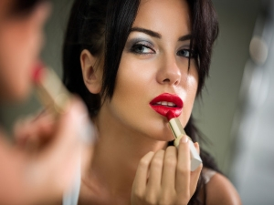 Top 10 Lipstick Shades For Women With Dusky Skin