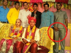 Hilarious Indian Wedding Photos Which Clicked On Right Time