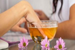 7 Amazing Benefits Hot Oil Manicure