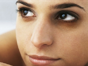 8 Easy Ways To Get Rid Of Black Eyes