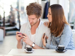 Using Smartphone Will Cause Infertility In Couples