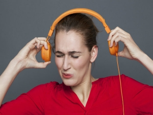 Side Effects Of Listening To Music Over Headphones