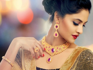 Follow These Rules While Wearing Gold To Attract Wealth